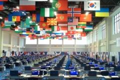 Зал для соревнований участников в учебном корпусе деревни Универсиады.