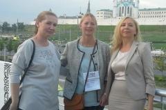 На церемонии закрытия Н.Н. Самылкина с Ольгой Ломбас, директором Lego Education в России и в странах СНГ и одним из руководителей компании из Дании.